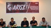 CEO PSM, Munafri Arifuddin, dan jajaran manajemen PSM dalam sesi konferensi pers di Hotel Aryaduta, Makassar, Minggu (13/1/2019). (Bola.com/Abdi Satria)