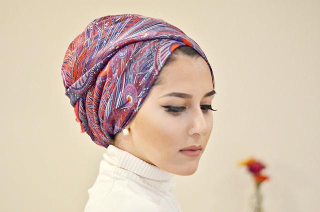 Hijab instan atau turban akan membuatmu nyaman/copyright adornedbeyond.com