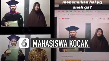 Dua mahasiswa itu saling membantu berperan menjadi orang tua saat wisuda online.