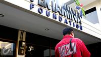Penyidik Direktorat Tindak Pidana Ekonomi dan Khusus (Ditipideksus) Bareskrim Polri menggeledah kantor Pertamina Foundation di Jakarta, Selasa (1/9/2015). (Liputan6.com/Yoppy Renato)