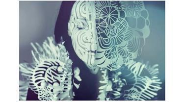 Kombinasikan Papercut dan Bodypainting, 7 Karya Seni Wanita Ini Mengagumkan