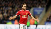 6. Juan Mata – Pria 29 tahun ini adalah pemain Spanyol saat menjuarai Piala Dunia 2010 dan Euro 2012. Ia meraih dua gelar sarjana di bidang jurnalisme di Universitas Madrid dan Marketing and Sports Science di Universitas Manchester. (AP/Mike Egerton)
