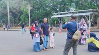 Usai ledakan yang terjadi di kawasan Monumen Nasional (Monas), warga mulai kembali berkunjung.