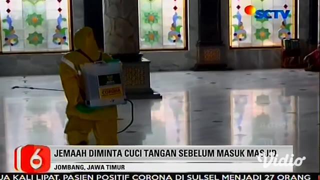 Shalat Jumat di Masjid Agung Baitul Mukminin (Masjid Jamik) Jombang tetap dilaksanakan, Jumat (27/3). Namun demikian, barisan (saf) shalat tersebut tidak seperti pada Jumat sebelumnya. Mereka tidak berdempetan, namun harus berjarak 1 meter antar jama...