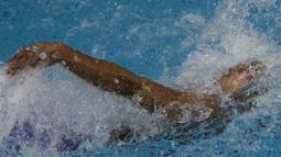 Perenang Indonesia, Siman Sudartawa, meraih emas nomor 50 meter gaya punggung pada SEA Games di National Aquatic, Kuala Lumpur, Senin (21/8/2017). Siman memecahkan rekor SEA Games dengan waktu 25,20 detik. (Bola.com/Vitalis Yogi Trisna)