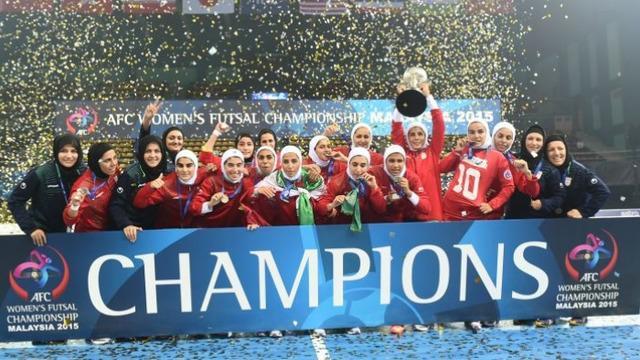 Tim putri Iran yang menggunakan hijab sukses menjadi juara futsal Asia 2015 setelah mengalahkan Jepang di final dengan skor 1-0, Sabtu (26/9/2015).