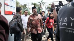 Wakil Ketua DPR Fadli Zon dan Fahri Hamzah tiba di Rutan Klas I Cipinang, Jakarta, Rabu (6/2). Selain menjenguk, Fadli Zon dan Fahri mempertanyakan rencana pemindahan Ahmad Dhani ke Surabaya guna menjalani persidangan. (Merdeka.com/Iqbal S. Nugroho)