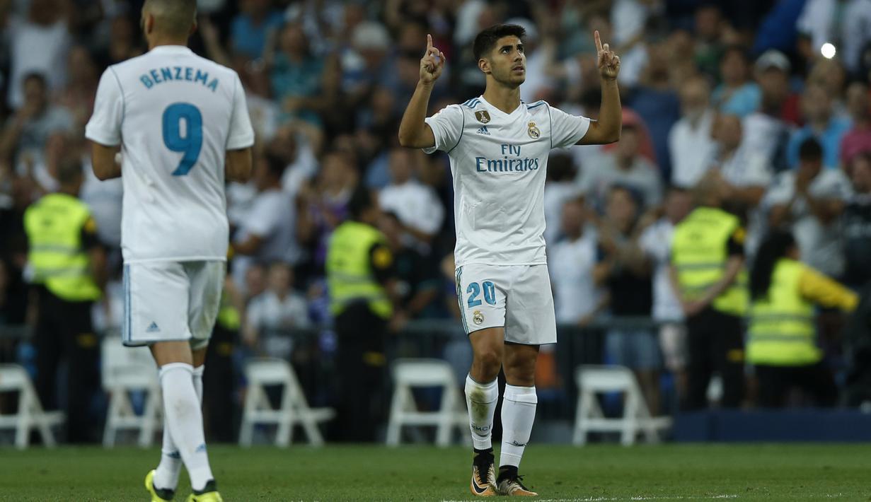 Selebrasi Marco Asensio usai mencetak gol ke gawang Valencia pada lanjutan La Liga Spanyol di Santiago Bernabeu stadium, Madrid, (27/8/2017). Real ditahan Imbang 2-2. (AP/Francisco Seco)