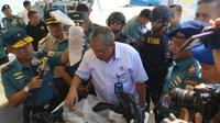 TNI Aangkatan Laut bersama Kementrian Kelautan dan Perikanan Ungkap Penyelundupan Baby Lobster ke Singapura senilai Rp. 37 miliar (Ajang Nurdin/Liputan6.com)