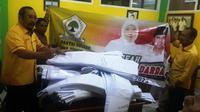 Golkar mulai menyebarkan spanduk dukungan untuk Khofifah-Emil. (Liputan6.com/Dian Kurniawan)