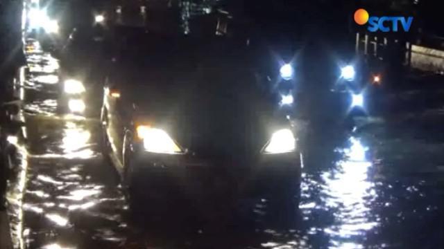 Banjir disebabkan guyuran hujan deras sejak Selasa sore hingga malam.