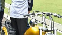 Motor Chopper Jokowi merupakan karya anak bangsa. Menurut Jokowi, kreativitas buatan tangan seperti inilah kekuatan Indonesia di mata dunia. (Instagram/sekretariat.kabinet)