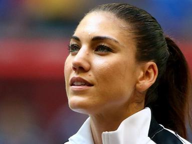 Hope Solo, kiper Timnas sepakbola Wanita AS yang pernah membawa negaranya juara Olimpiade 2008 dan 2012. Ia pernah berpose tanpa  busana pada salah satu majalah dewasa. (AFP PHOTO/Elsa)