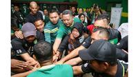 7 Potret Wali Kota Surabaya Tri Rismaharini Dukung Penuh Persebaya Surabaya (sumber: Instagram.com/surabaya)