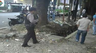 Seorang remaja tewas dibacok ketika kelompoknya terlibat tawuran dengan kelompok geng motor usai nonton bareng perebutan juara ketiga piala dunia di Bogor, Jawa Barat.