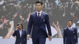 Selain tampan, pemain Terbaik Asia 2019 ini selain dikenal karena kehebatannya dalam menggocek bola dan mencetak gol. (Foto: AP/Lee Jin-man)