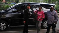 Novela Nawipa mendatangi Komisi Hak Azasi Manusia (Komnas HAM) untuk menemui Komisioner Komnas HAM, Natalius Pigai (Liputan6.com/Johan Tallo)