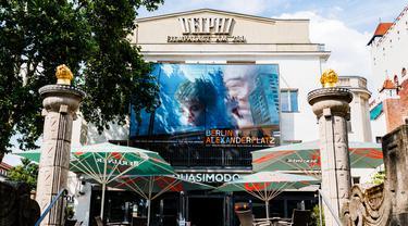 Sebuah bioskop yang kembali dibuka di Berlin, Jerman (19/7/2020). Pada 2 Juli lalu, otoritas Berlin telah mengizinkan bioskop kembali dibuka asalkan mematuhi langkah-langkah pencegahan COVID-19, termasuk membatasi jumlah penonton dan menerapkan jarak fisik antarpenonton. (Xinhua/Binh Truong)