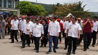Presiden RI Jokowi dan Menteri Kesehatan Nila Moeloek pergi ke Lampung untuk melihat penanganan tsunami Selat Sunda. (Biro Komunikasi dan Pelayanan Masyarakat Kementerian Kesehatan RI)