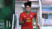 Pemain muda Vikrian Akbar sudah kembali gabung latihan, Selasa (20/10/2020). (Bola.com/Iwan Setiawan)
