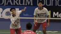 Pasangan Indonesia, Angga Pratama/Ricky Karanda Suwardi, menghadapi pasangan Indonesia, Fajar Alfian/Muhammad Rian Ardianto pada laga Indonesia Open 2017 di JCC, Kamis, (15/6/2017). (Bola.com/M Iqbal Ichsan)
