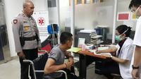 Anggota Sabhara Polda Metro Jaya, Bripda Arus Mandiri Simangundong terkena sambetan senjata tajam saat melerai gerombolan remaja yang terlibat tawuran. (Foto: Ady Anugrahadi)