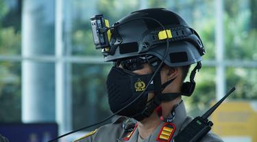 Helm Hanuang, mampu mendeteksi suhu tubuh dari jarak jauh sampai dengan 7 meter.