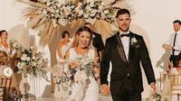 Pasangan pengantin menyulap lapangan basket menjadi  lokasi pernikahan (dok.instagram/@breannaoliviaarneson/ https://www.instagram.com/p/CC5E12sHb3_/Komarudin)