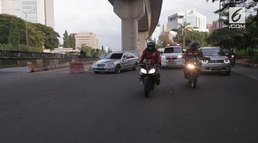 Indonesia Escorting Ambulance, kumpulan anak muda pengendara motor, yang menjadi relawan untuk mengawal perjalanan ambulans.