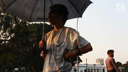 Aktivis Jaringan Solidaritas Korban untuk Keadilan (JSKK) menggelar aksi Kamisan ke-589 di depan Istana Merdeka, Jakarta, Kamis (20/6/2019). Dalam aksinya, JSKK meminta Presiden Joko Widodo juga menghapus impunitas sebagaimana tercantum dalam Nawacita. (Liputan6.com/Johan Tallo)