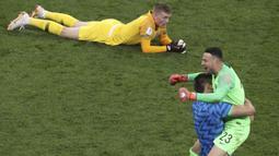 Kiper Inggris, Jordan Pickford, tampak kecewa usai dikalahkan Kroasia pada laga semifinal Piala Dunia di Stadion Luzhniki, Moskow, Rabu (11/7/2018). Inggris kalah 1-2 dari Kroasia. (AP/Thanassis Stavrakis)