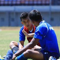 Gelandang Persib Bandung, Abdul Aziz, dalam sebuah sesi latihan bersama Maung Bandung. (Bola.com/Erwin Snaz)