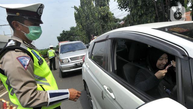 052911900 1586494030 20200410 Titik Pengawasan Pelaksanaan PSBB di Jakarta Selatan 3