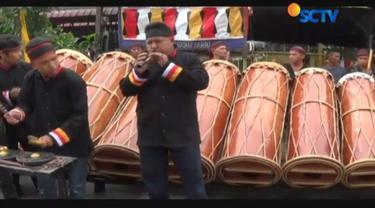 Grup kesenian Mandailing Gunung Kulabu Pakantan yang dipercaya memeriahkan acara melepas lajang Bobby-Kahiyang.