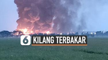 Hingga Senin (29/3) pagi kobaran api di kilang minyak Pertamina Balongan masih terlihat besar. Ada kekhawatiran api akan merambat ke rumah warga.