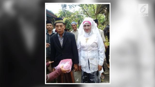Kakek-nenek asal Lombok ini mengalami CLBK alias cinta lama bersemi kembali, dan memutuskan untuk menikah.