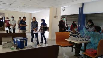 Gebyar Vaksin Pfizer dan Sinovac Diserbu Penghuni Apartemen di Bekasi