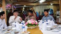 Ketua MPR dan DPR berbuka puasa bersama Presiden Jokowi dan Wapres Jusuf Kalla. (Liputan6.com/Faizal Fanani)