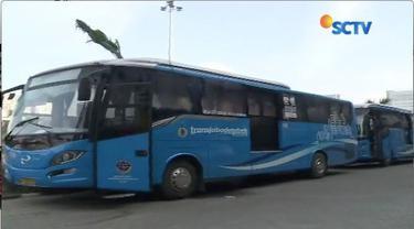 Pasca penerapan ganjil genal di jalan Tol, kendaraan berplat ganjil tak bisa masuk jalan tol, sehingga harus melaui jalur alternatif atau menggunakan bus premium trans Jabodetabek.