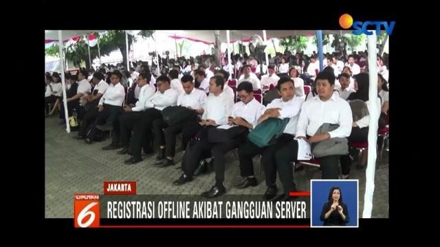 Registrasi tes CPNS di sejumlah lokasi di Jakarta terkendala gangguan server. Sementara itu, ketidaksiapan panitia juga membuat tes CPNS di Tasikmalaya, Jawa Barat, tertunda.