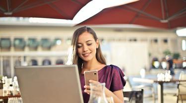 Ilustrasi laptop dan smartphone | Andrea Piacquadio dari Pexels