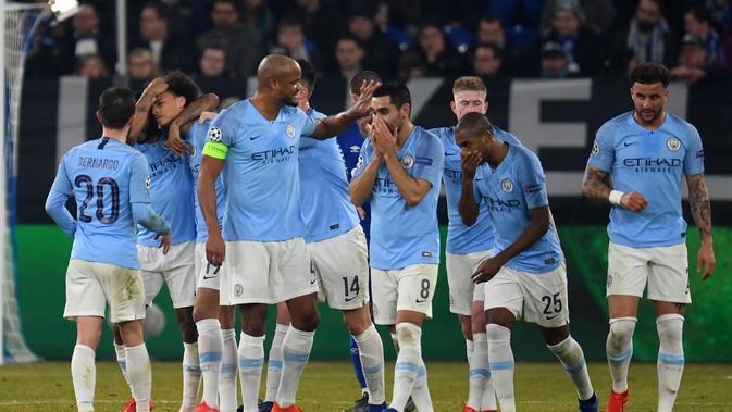 Selebrasi gol kedua Man City yang dicetak Raheem Sterling pada leg 1, 16 besar Liga Champions 2018/19 yang berlangsung di stadion Veltins-Arena, Gelsenkirchen, Kamis (21/2). Man City menang 3-2 atas Schalke. (AFP/Odd Andersen)