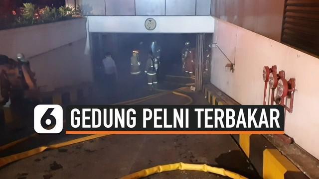 Kebakaran terjadi di Gedung Pelni, Petojo Utara, Jakarta Pusat. Kebakaran terjadi di ruang basement Gedung Pelni, Jakarta Pusat. Api berhasil dipadamkan setelah 12 mobil Damkar dikerahkan ke lokasi.