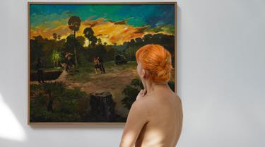 Pengunjung melihat koleksi pada pameran 'Discorde, Fille de la Nuit' di museum Palais de Tokyo di Paris, 5 Mei 2018. Museum ini menjadi museum pertama yang mendapati kunjungan khusus dari kaum nudis atau telanjang. (AFP/GEOFFROY VAN DER HASSELT)
