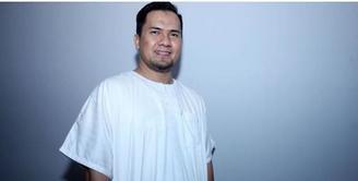 Agus Rudijanto selaku kuasa hukum M, menjelaskan awal perkenalan kliennya dengan Saipul Jamil. Menurut Agus, kliennya masih baru di Jakarta, sehingga tidak berani melawan saat Saipul melecehkannya.