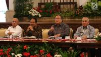 Menteri PPN/Kepala Bappenas Bambang Brodjonegoro (kedua kanan) bersama Menteri ART/Kepala BPN Sofyan Djalil, Gubernur Kaltim Isran Noor dan Menteri PUPR Basuki Hadimudjono saat konferensi pers terkait pemindahan Ibu Kota di Istana Negara, Jakarta, Senin (26/8/2019). (Liputan6.com/Angga Yuniar)