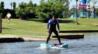 Sebuah peralatan kebugaran memungkinkan penggunanya untuk mengapung di permukaan air dan berjalan menggunakan alat tersebut.