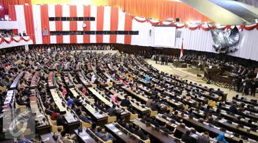 Suasana dalam sidang tahunan MPR RI Tahun 2015 di Kompleks Parlemen, Jakarta, Jumat (14/8/2015). Sidang dihadiri 470 anggota MPR RI. Hadir pula para menteri Kabinet Kerja, pimpinan lembaga negara, dan perwakilan duta besar. (Liputan6.com/Faizal Fanani)