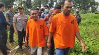 Tersangka perorangan yang ditangkap Polda Riau karena sengaja membakar lahan untuk membuka kebun. (Liputan6.com/M Syukur)