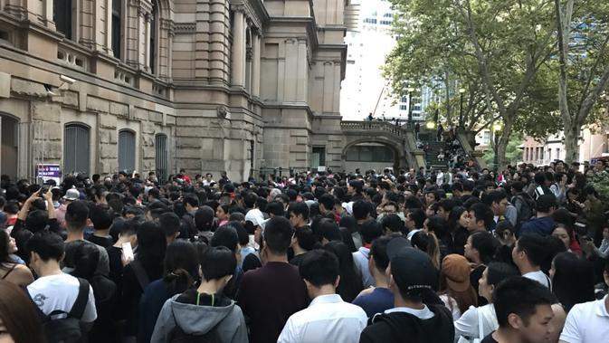 Membeludaknya antrean pemilih di TPS Town Hall, Sydney pada hari pemungutan suara, Sabtu 13 April 2019 (Twitter / @juanvittoriou)